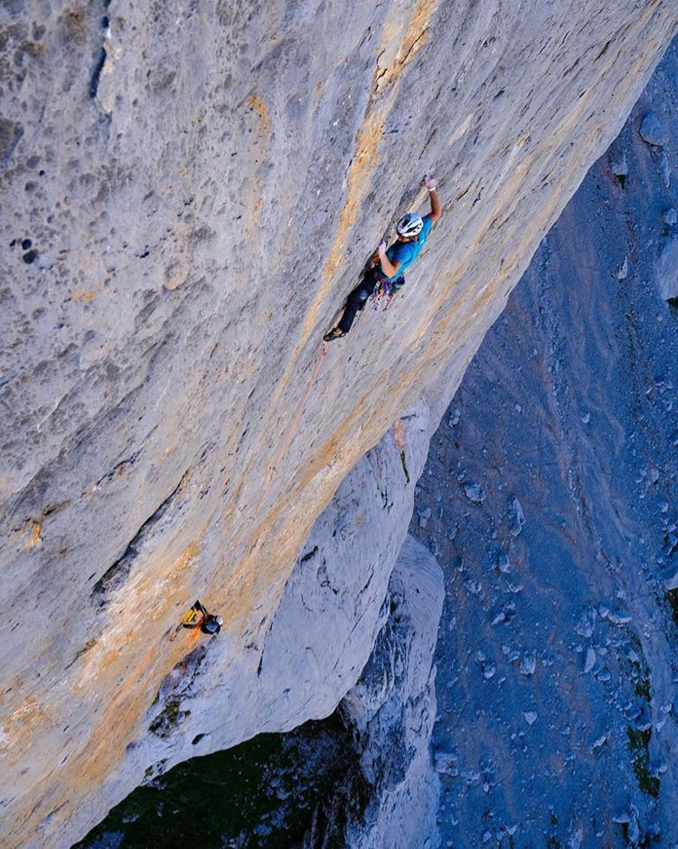 Siebe Vanhee, escalando Orbayu. Foto: David López Campe