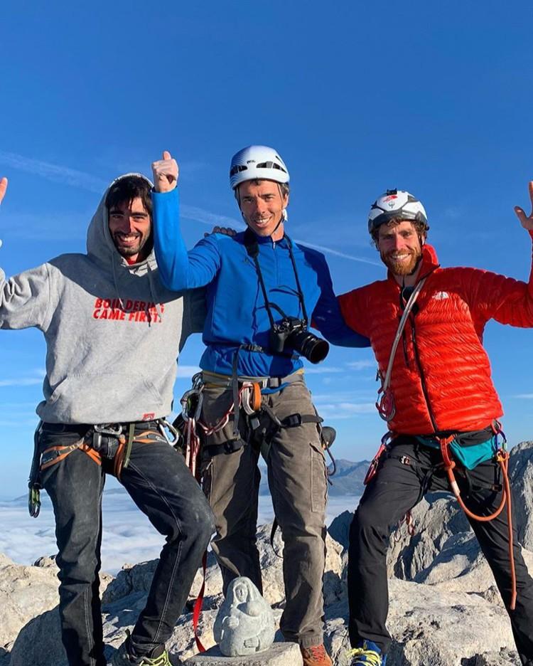 Siebe Vanhee, Ignacio Mulero y David López Campe, en la cima del Picu. Foto: López Campe