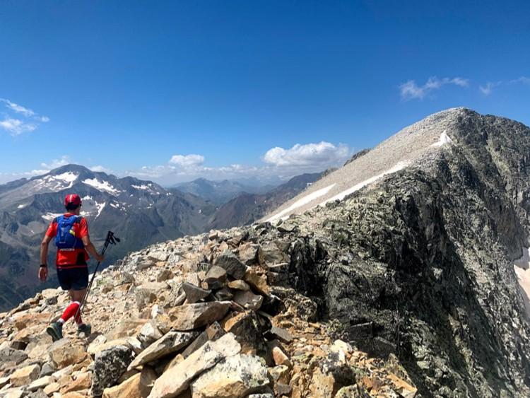 Llegando a la cumbre del Perdiguero. Foto: Carlos Galera