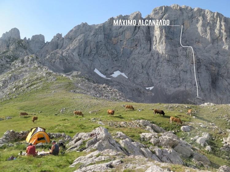 Progreso de la escalada en Peña Santa. Foto: Kiko Cerdá