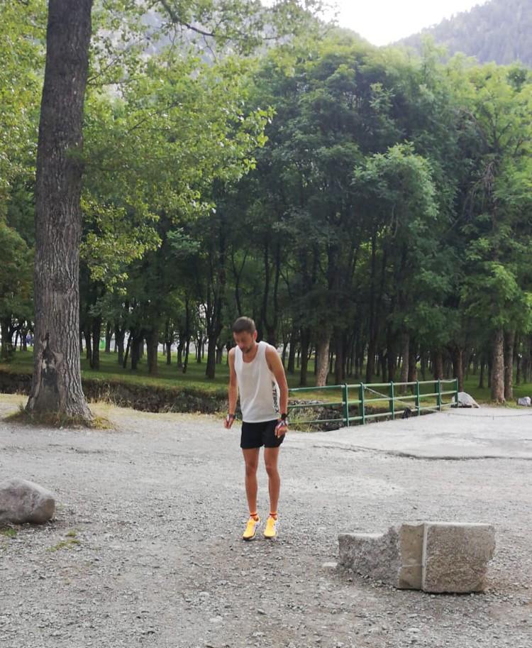 Daniel Osanz, partiendo de la marca de salida hacia el Garmo Negro en el Balneario. Foto: Barrabes