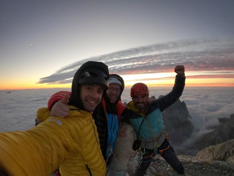 Eneko Pou, Iker Pou y Koco Cerdá, cima en Peña Santa de Castilla. Foto: Hermanos Pou