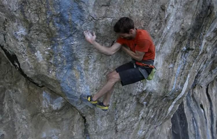 Stefano Ghisofdi en The Bow, 9a+. Foto: Stefano Ghisolfi, Andrea Cossu