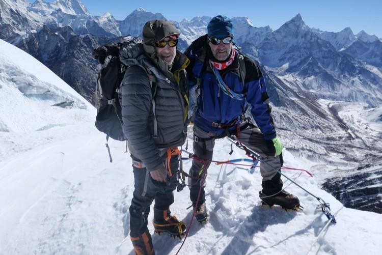 Alex Goldfarb y Zoltan Szlanko, en el Ama Dablam invernal. Foto: Zoltan Szlanko