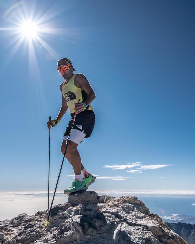 Pau Capell, en la cima del Teide durante su récord 040. Foto: @rsalanova, FB Pau Capell