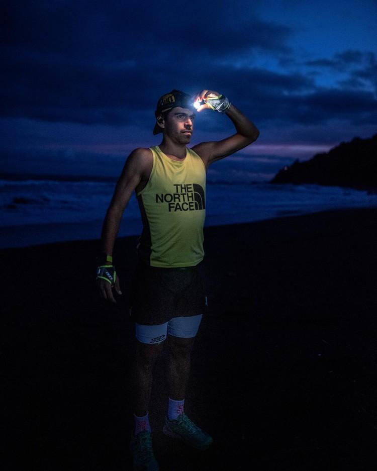 Pau Capell, en la Playa del Socorro, antes de partir hacia el Teide. Foto: @rsalanova, FB Pau Capell