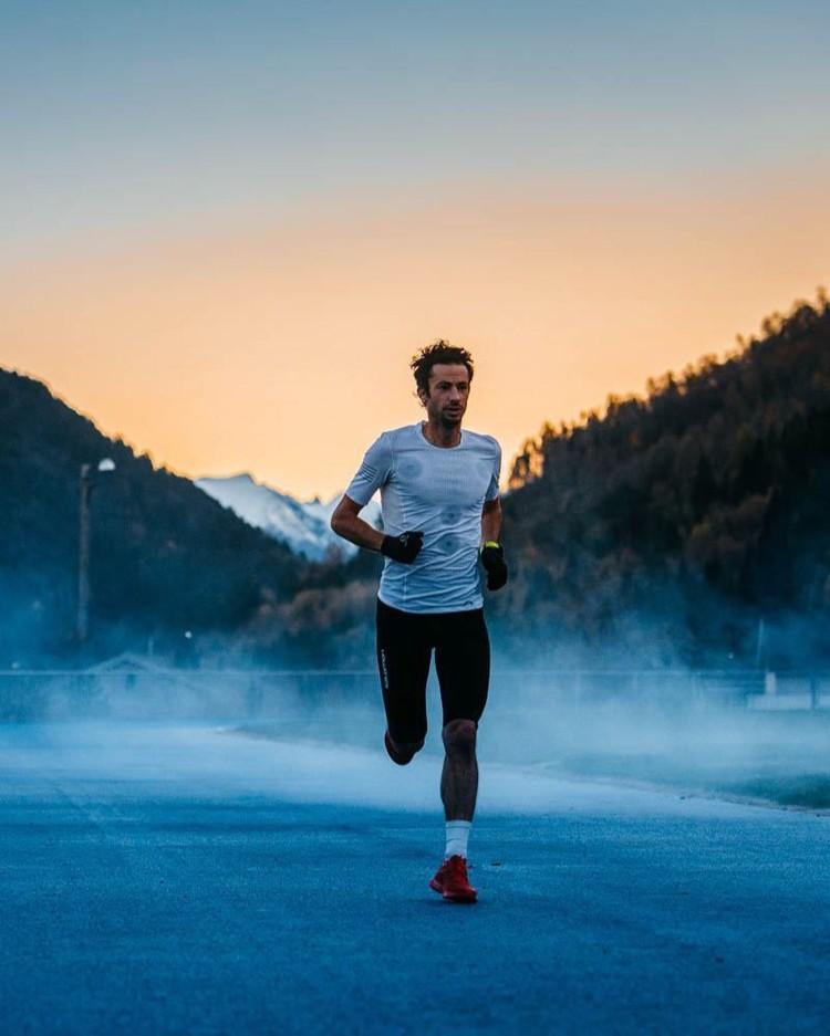 Kilian Jornet, entrenando en pista para su reto 24 horas. Foto: vegardphoto