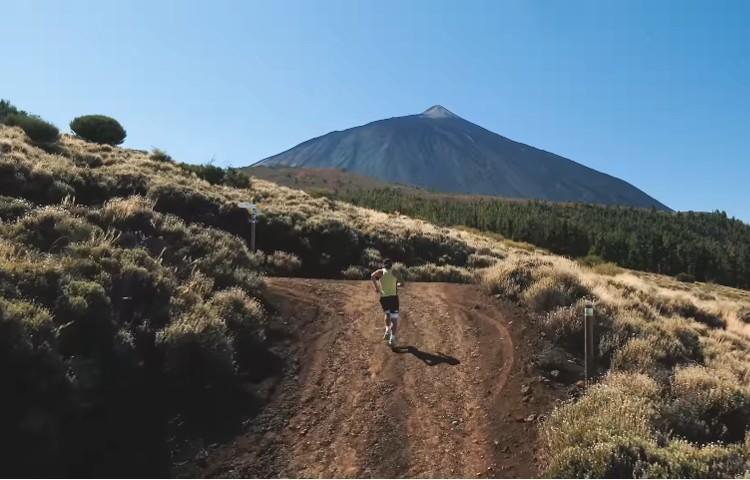 Pau Capell, hacia la cima del Teide, en la 040. Foto: Col. Pau Capell
