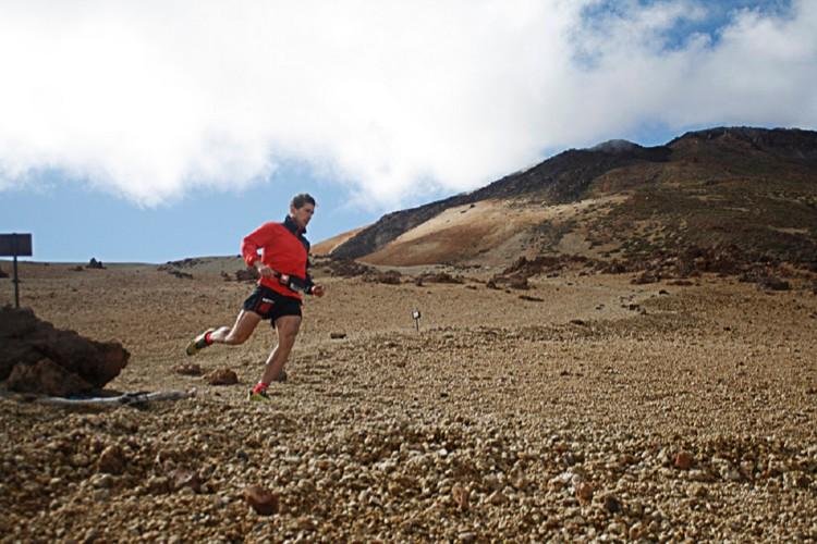 Manu Merillas descendiendo del Teide. Foto: Carlines