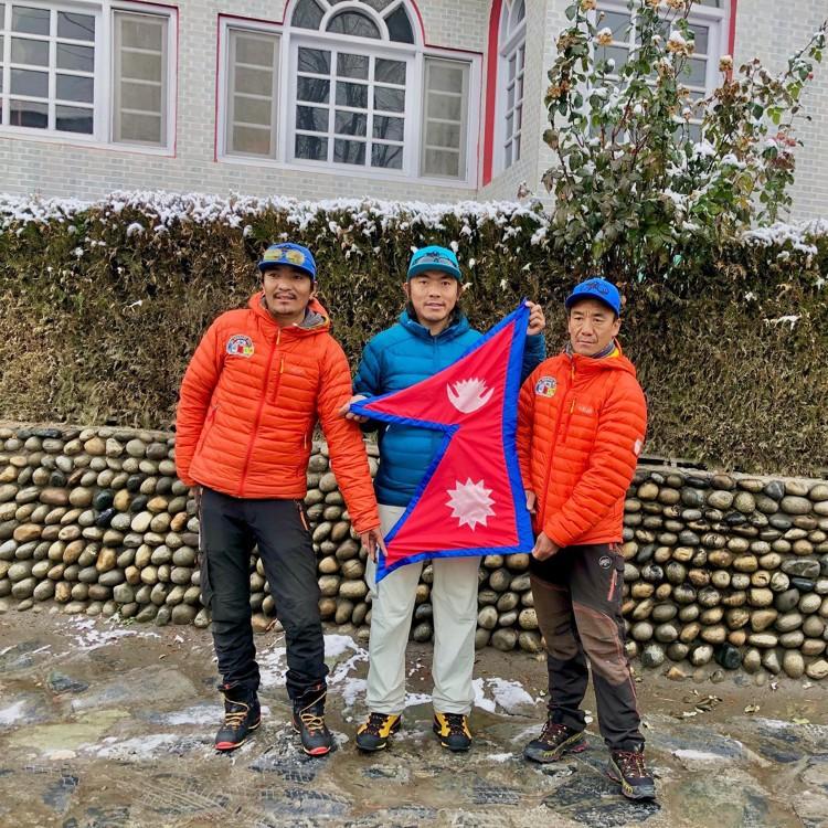 Mingma Gyalje, Dawa Tenzing Sherpa y Kilu Pemba Sherpa, en Skardu. Foto: Mingma G.