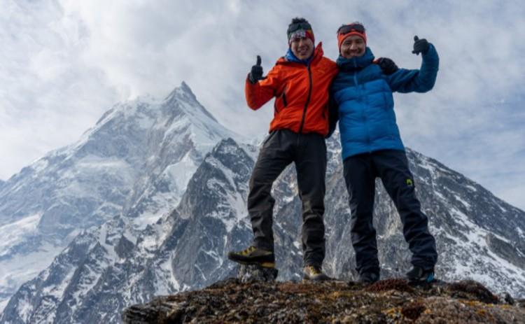 Vinayak Jaya Malla y Tenji Sherpa, en la zona del Manaslu. Foto: Abiral Rai