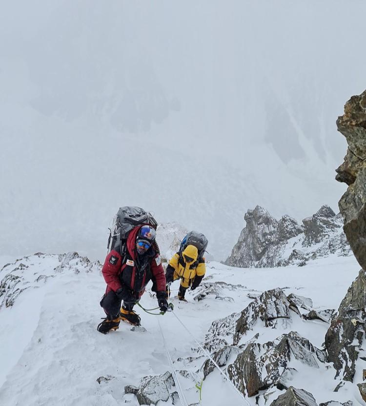 El equipo de Nirmal Purja trabajando en el K2. Foto: Nirmal Purja
