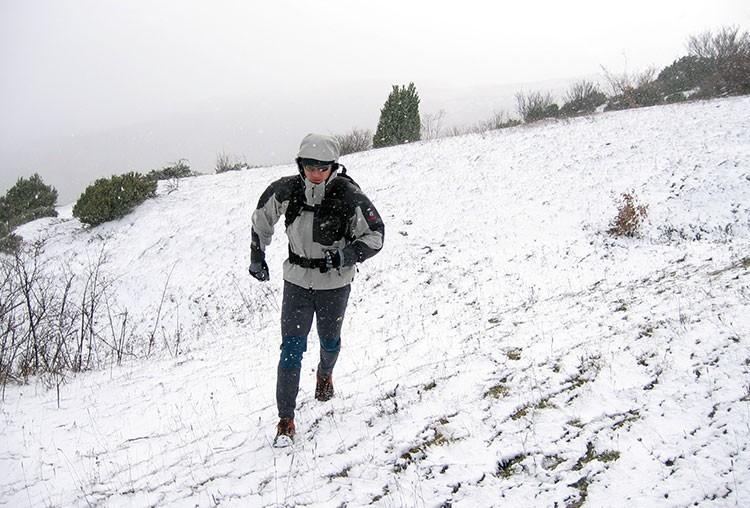 Correr por montaña en condiciones invernales también es posible. Foto: Barrabes