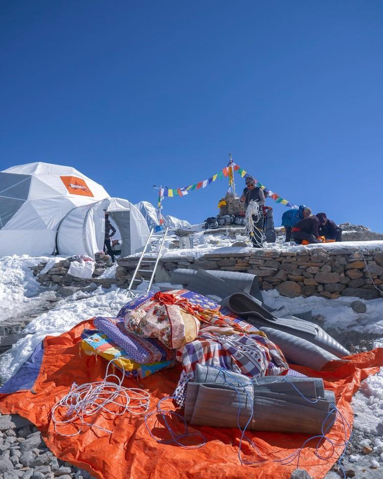 Desmonatando el campo base en el Manaslu. Fin a la expedición. Foto: Alex Txikon