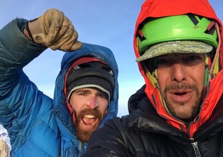 Sean Villanueva y Jon Griffin, en la cima del Cerro Chalten, Fitz Roy. Foto: Patagonia Vertical