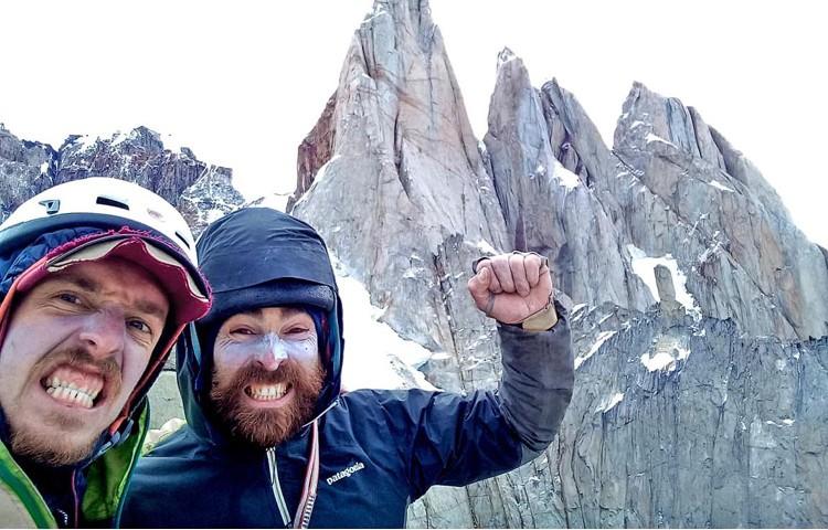 Seán Villanueva y Matias Korten abren Chalten sin chapas en Patagonia. Foto: Patagonia Vertical