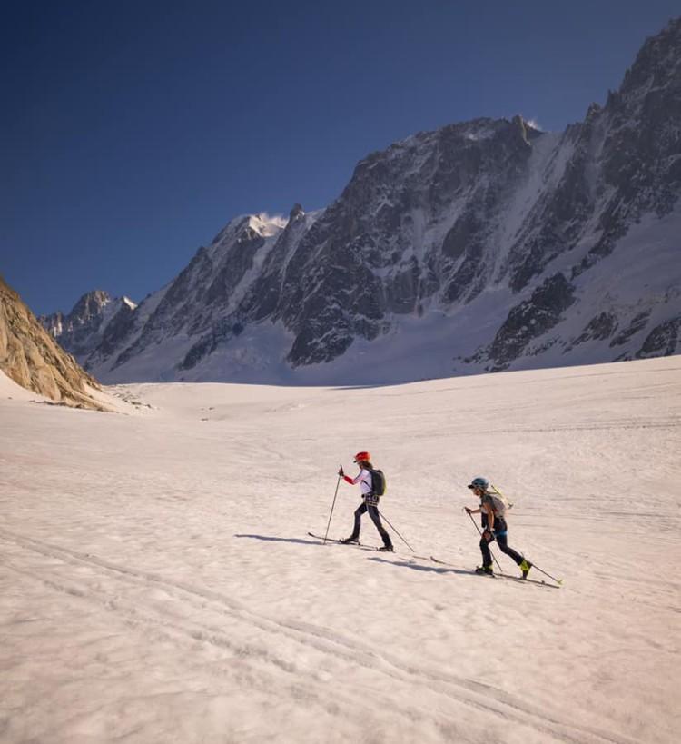 Valentine Fabre y Hillary Gerardy, durante la Chamonix-Zermatt. Foto: FB V. Fabre, Ben Tibbetts Phot