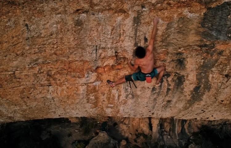 Adam Ondra durante la escalada de Directa Bongada. Foto: Adam Ondra