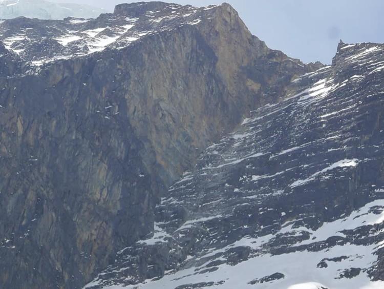 Los 600m de muralla hasta el inicio de la arista NO del Dhaulagiri. Foto: Horia Colibasanu