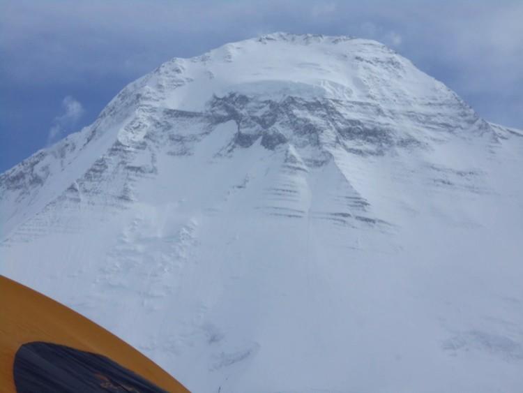 El Dhaulagiri desde el campo base de la arista NO: Foto: Horia Colibasanu
