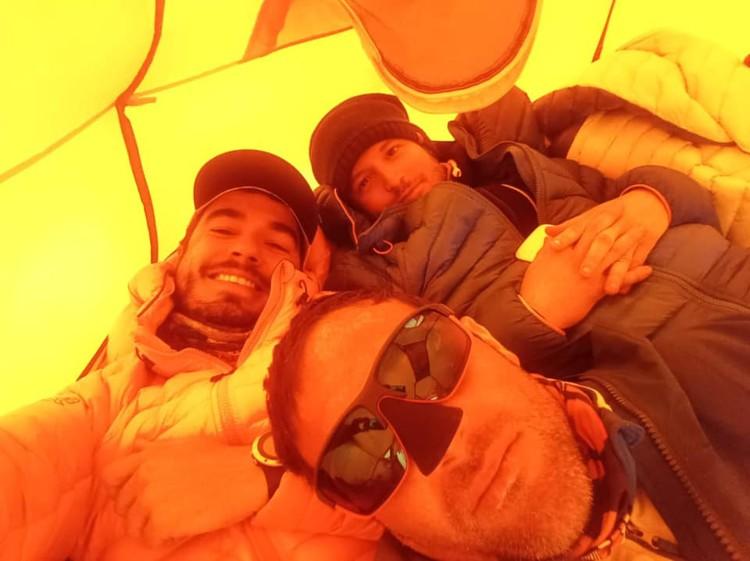 Alex Txikon, Iñaki Makazaga y Sendoa Elejalde. Foto: Alex Txikon