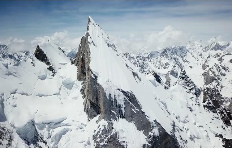 El Laila Peak, Karakorum. Cima y descenso con esquís para Andrzej Bargiel. Foto: Andrzej Bargiel