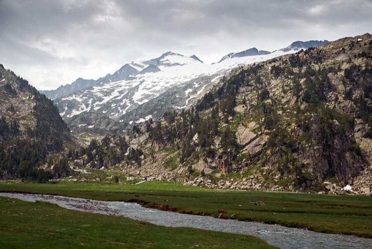 Cara Norte del Aneto. En medio, a la derecha de la cumbre, Collado de Coronas. Foto: Barrabes