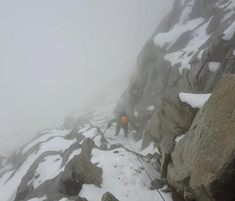El mal tiempo reduce mucho la visibilidad en montaña. Foto: Maspirineo