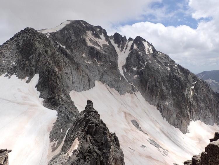 Cresta desde el Pico de enmedio hasta el Aneto. Foto: Jonatan García