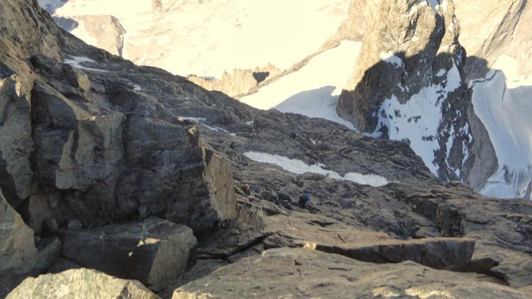 Ultimos largos antes de llegar a la cima del gran pic de la meije. Abajo el Glaciar Carre
