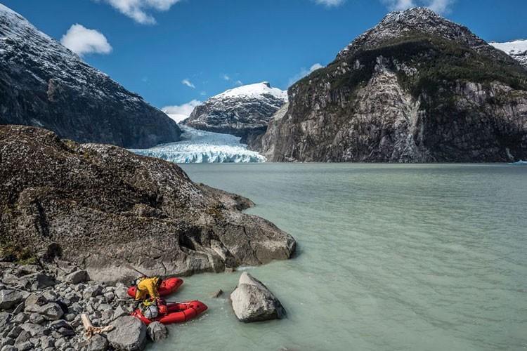 José Mijares, con el packraft en Patagonia. Foto: Pablo Besser