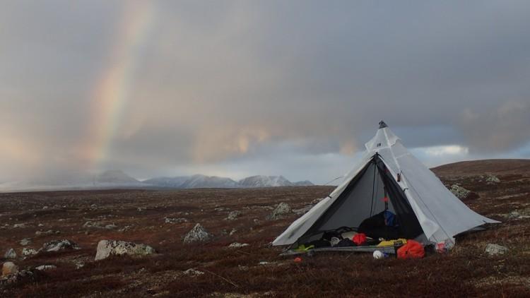 Con la tienda de campaña en la tundra. Foto: José Mijares