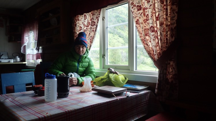 Desayuno en la cabaña. Foto: José Mijares