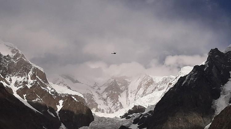 Helicóptero en el Rakaposhi. Foto: Karim Hayat