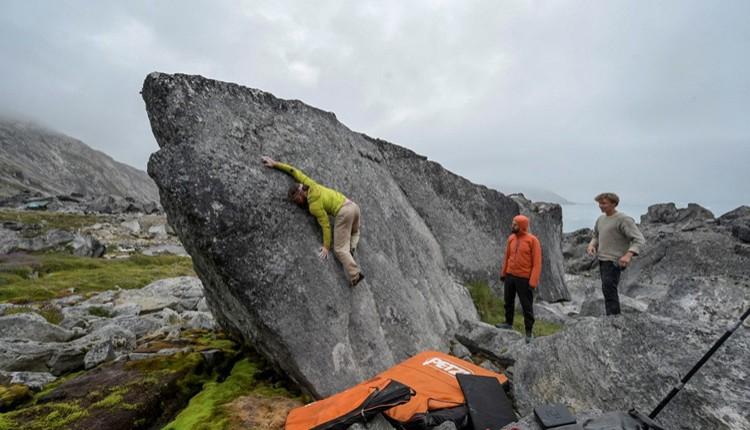 Búlder en Groenlandia. Foto: Favresse, Villanueva, Wertz y Jaruta