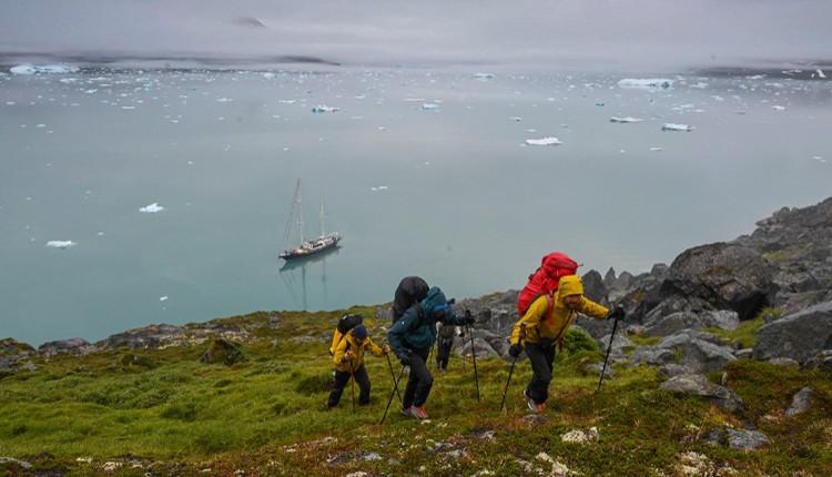 Abandonando el velero. Foto: Favresse, Villanueva, Wertz y Jaruta