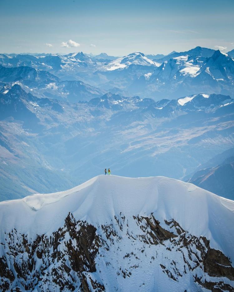 Simon Gielt y Roger Schaeli en la cima de las Jorasses. Foto: FB Roger Schaeli