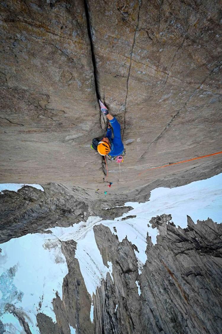 Escalando en Groenlandia. Foto: Favresse, Villanueva, Wertz y Jaruta