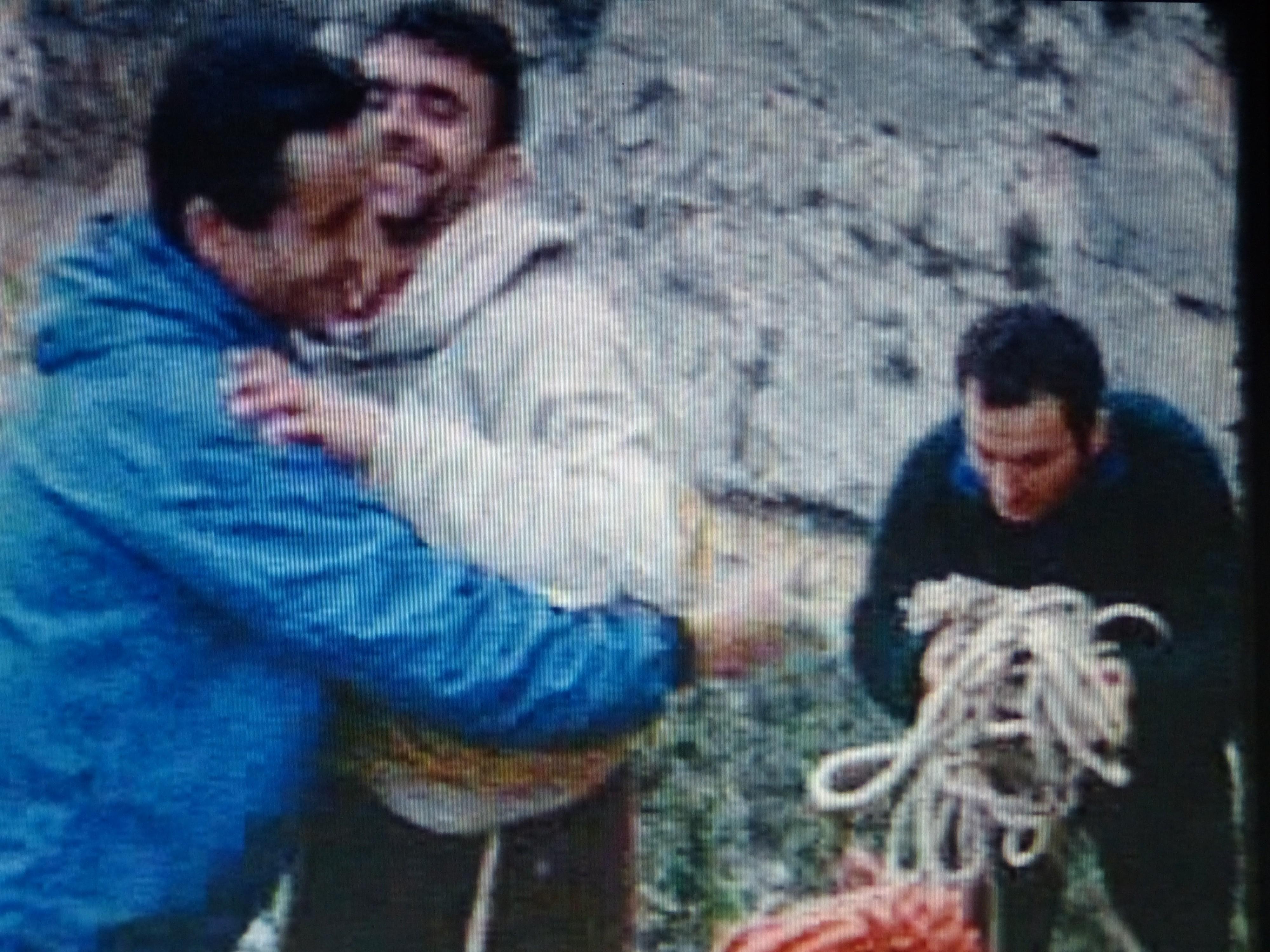 Navarro en la cima del Firé tras la escalada, con Miguel Vidal y Cintero